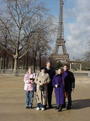 eiffeltowerfamily2.jpg